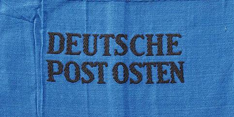 Нарукавные повязки сотрудников почтовой службы.