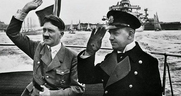 Эрих Редер и Адольф Гитлер. 1937 г.
