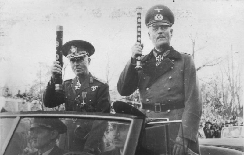 Вильгельм Кейтель и Ион Антонеску во время парада. Одесса. 1941 г.