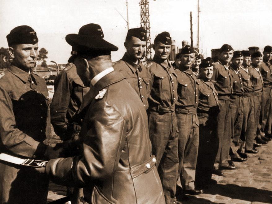 Отто Кпечмер получает Рыцарский крест. 1940 г.
