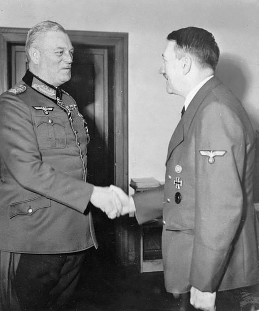 Вильгельм Кейтель и Адольф Гитлер. 1942 г.