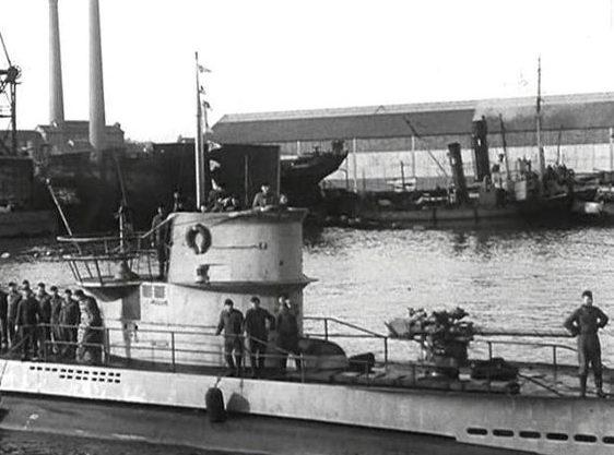 Отто Кпечмер на мостике подлодки U-99. Лориент. 1940 г.