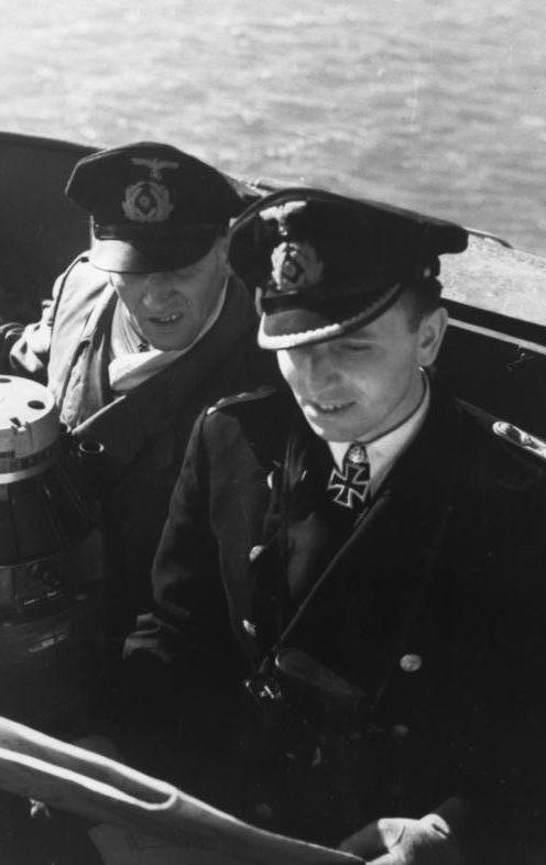Отто Кпечмер на мостике подлодки. Франция. 1941 г.