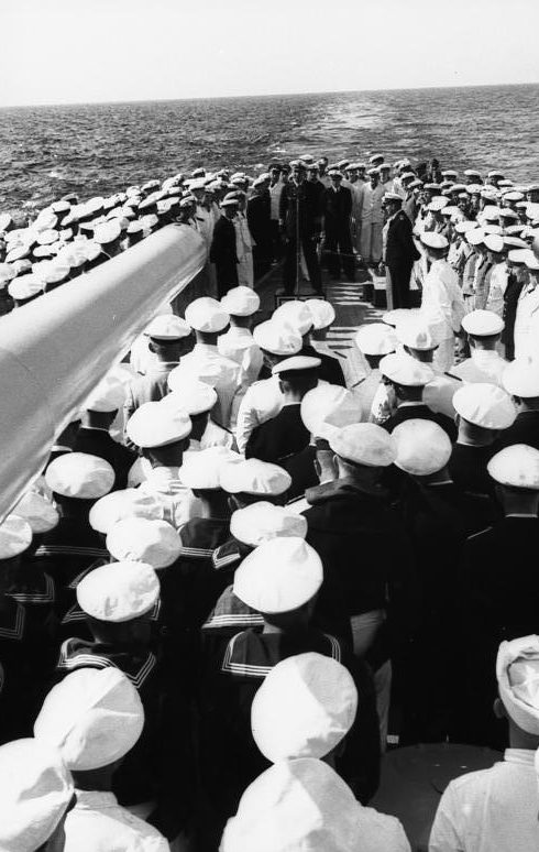 Эрих Редер на легком крейсере «Нюрнберг». 1939 г.