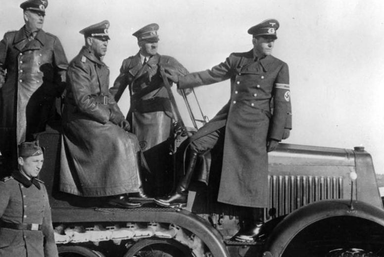 Вильгельм Кейтель и Адольф Гитлер. 1943 г.