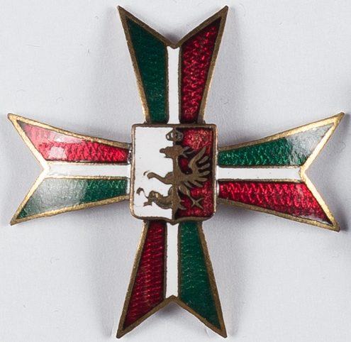 Аверс и реверс офицерского полкового знака 4-го полка конных стрелков.