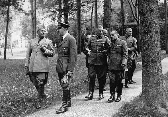 Вильгельм Кейтель, Бенито Муссолини и Адольф Гитлер. 1943г.