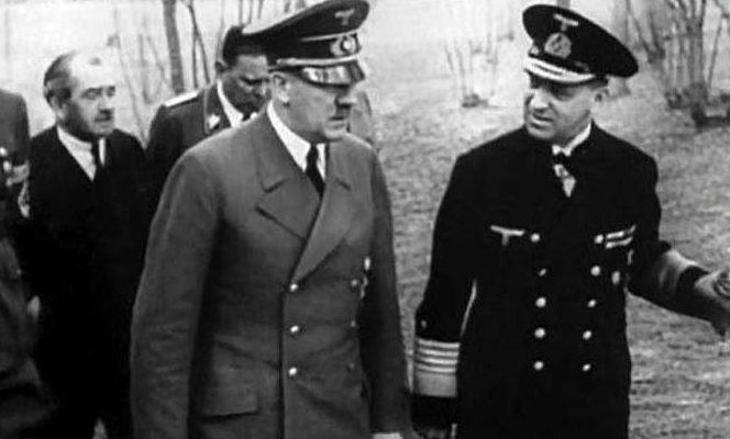 Эрих Редер и Адольф Гитлер. 1939 г.
