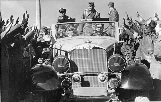 Вальтер Рейхенау в свите Адольфа Гитлера. 1939 г