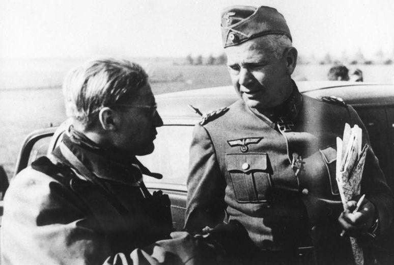 Вальтер Рейхенау с сыном. 1940 г.