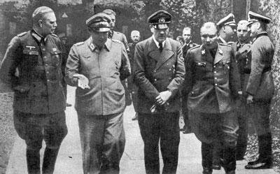 Вильгельм Кейтель, Герман Геринг, Адольф Гитлер, Мартин Борман. Ставка Гитлера в Растенбурге. 1944 г.