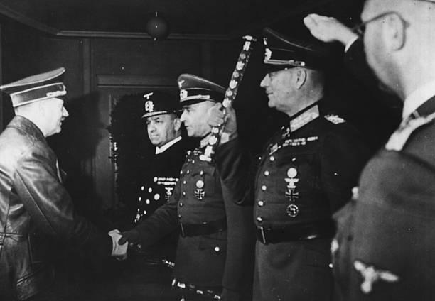 Вильгельм Кейтель на встрече с Гитлером. 1944 г.