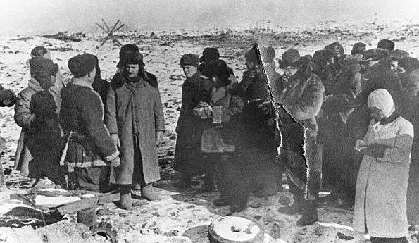 Фридрих Паулюс дает интервью советским журналистам. 1943 г.