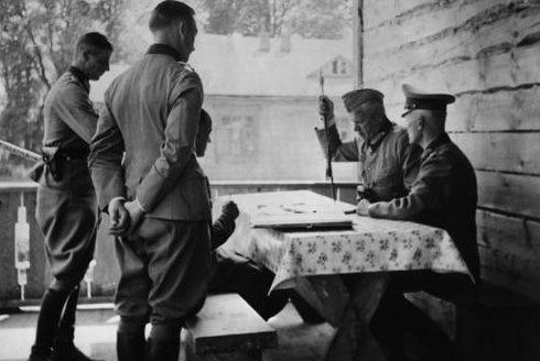 Вальтер Рейхенау с офицерами. 1941 г.