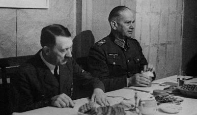 Вальтер Рейхенау и Адольф Гитлер. 1941 г.