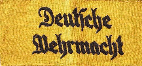 Нарукавная повязка «На службе немецкого Вермахта». Такую повязку, обычно, носили добровольные помощника Вермахта (хиви).