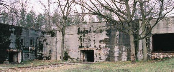 Внешние постройки у ангара «Центр».