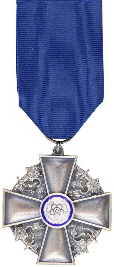 Крест заслуг ордена Белой розы Финляндии.