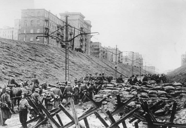 Баррикады и противотанковые ежи на спуске Пассионарии, октябрь 1941 г.
