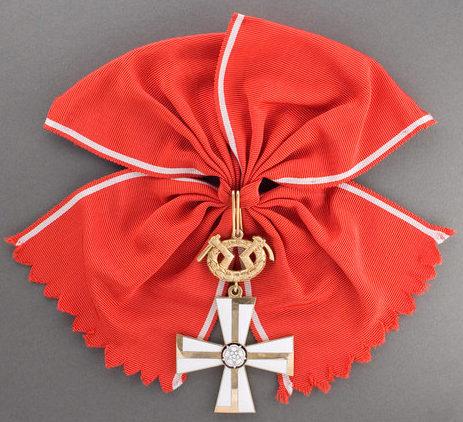 Большой Крест ордена Креста Свободы за военные заслуги в военное время.