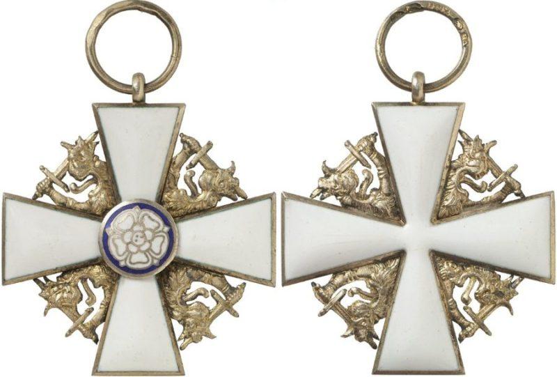 Аверс и реверс знака ордена Белой розы Финляндии.