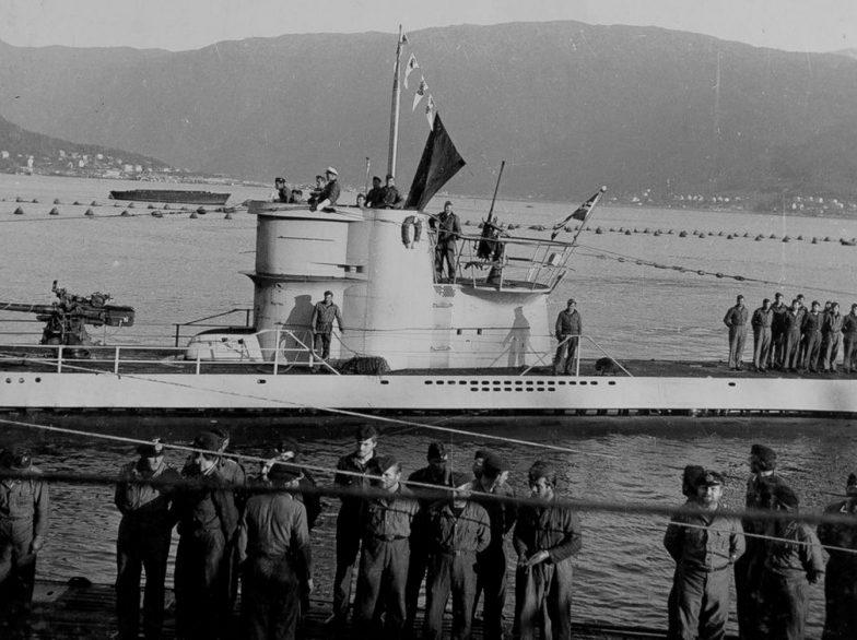 Подлодка «U-255» в гавани Нарвика. Июль 1942 г.