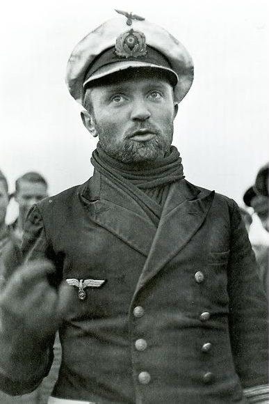 Командир подлодки «U-47» Гюнтер Прин после возвращения с похода. Октябрь 1939 г.