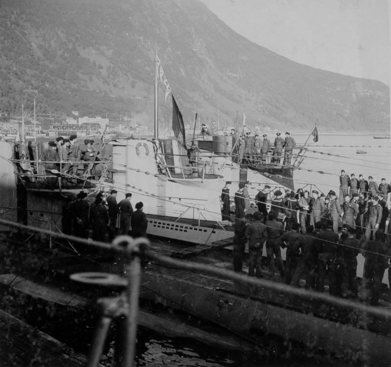 Подводные лодки «U-251», «U-255» и «U-408» в гавани Нарвика. Июль 1942 г.