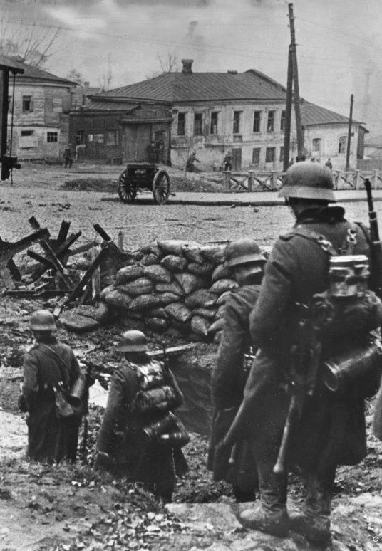 Немцы входят в город. 24 октября 1941 г.