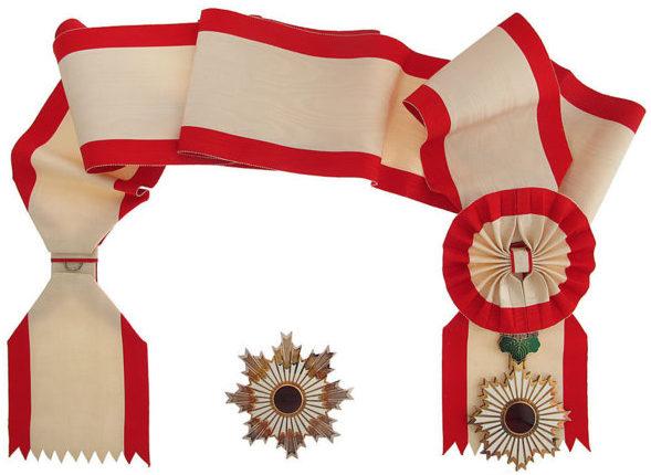 Орден Восходящего солнца на Большой ленте со звездой.