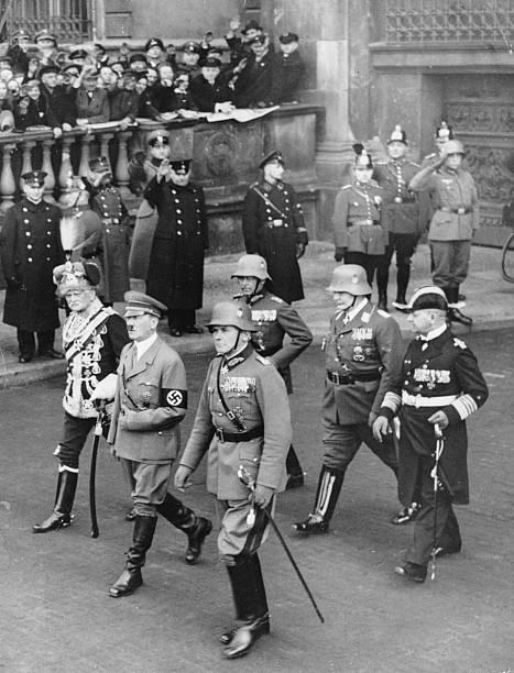 Вернер Фрич в свите Адольфа Гитлера. 1935 г.