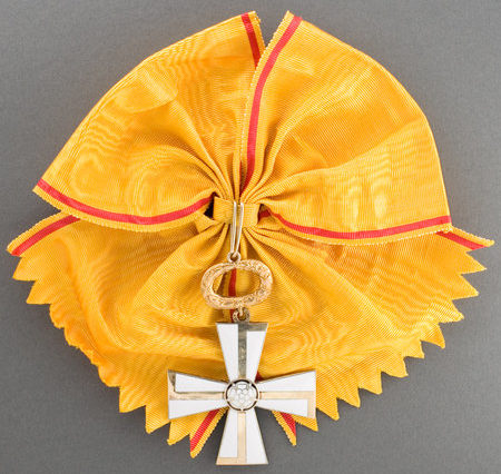 Большой Крест ордена Креста Свободы за гражданские заслуги.