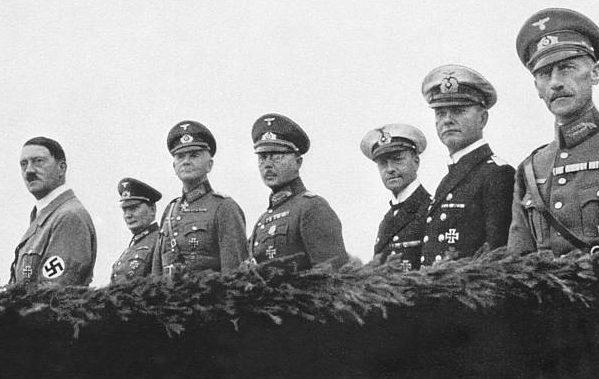 Вернер Фрич в свите Гитлера. 1935 г.