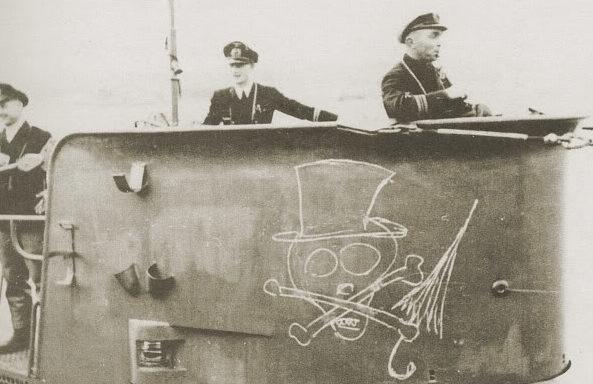 Подлодка «U-47» с эмблемой «Чемберлен» на рубке. Киль. Октябрь 1939 г.