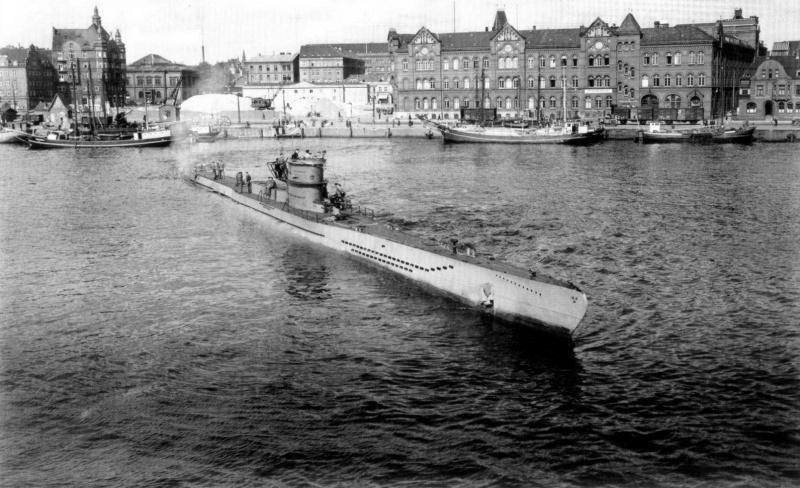 Подлодка «U-218» выходит из Киля. Август 1942 г.