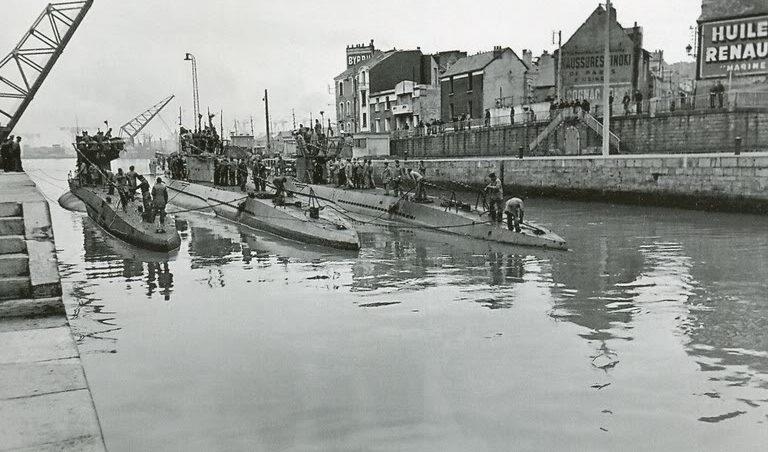 Южный вход в порт Сент-Назер: подлодки «U-552», «U-567» и «U-93». Сентябрь 1942 г.