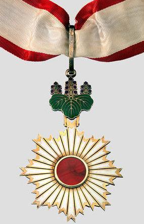 Орден Восходящего солнца 2-й степени.
