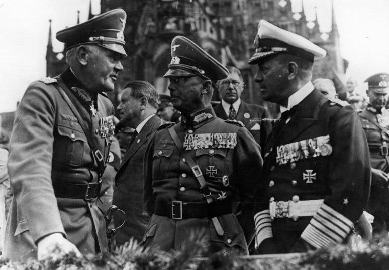 Вернер Фрич и Вернер фон Бломберг и Эрих Редер. 1936 г.