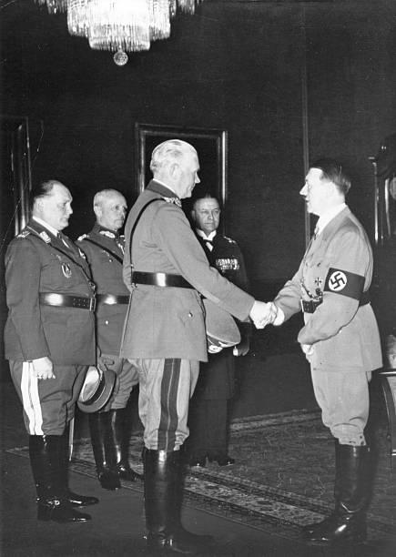 Вернер Фрич, Герман Геринг, Адольф Гитлер, Эрих Редер и Вернер фон Бломберг. 1936 г.