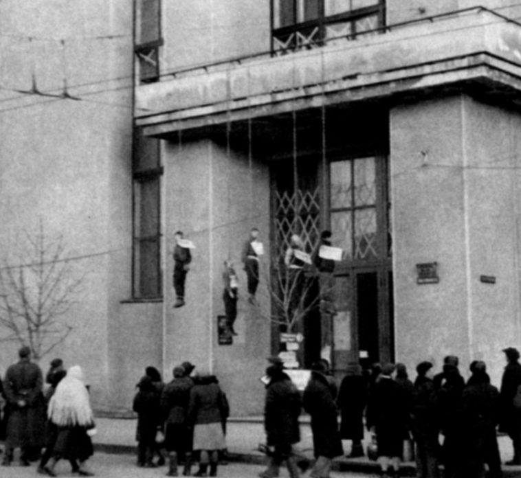 Первый день оккупации: виселицы на балконах улицы Сумской. 25 октября 1941 г.