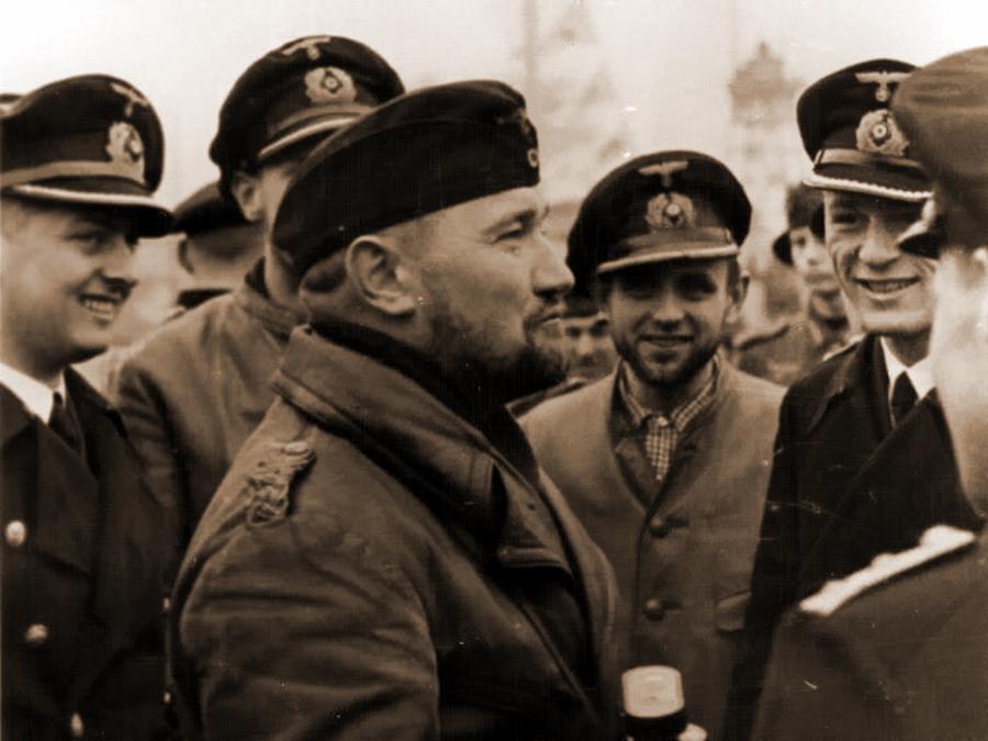 Офицеры подлодки «U-37» после возвращения ее из первого похода. Вильгельмсхафен. 8 ноября 1939 г.