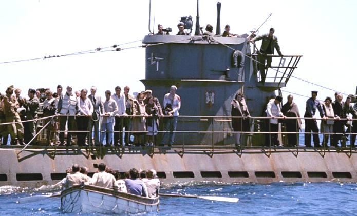 Подлодка «U-156» спасает пассажиров с потопленного британского транспорта «Лакония». Сентябрь 1942 г.