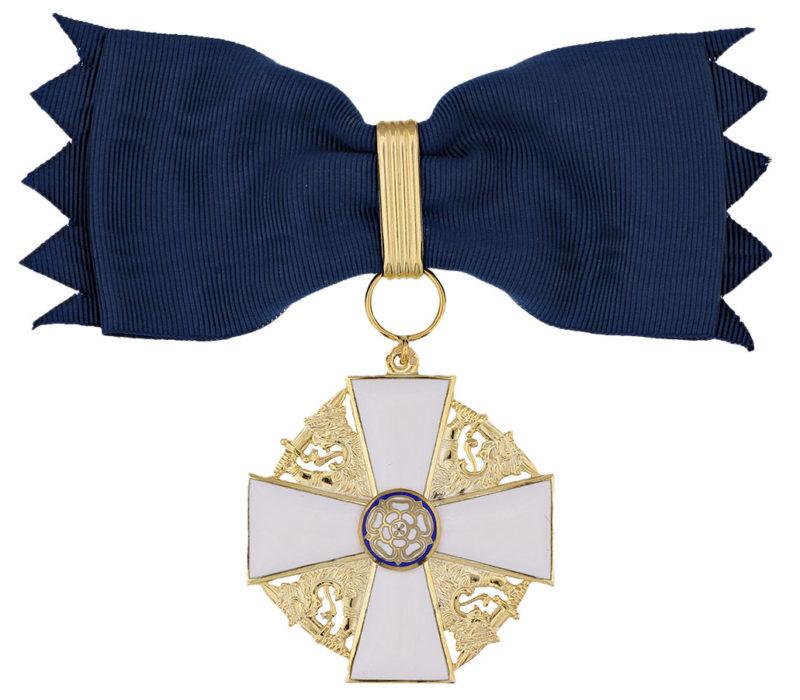 Командорский крест 1-го класса ордена Белой розы Финляндии на банте для женщин.