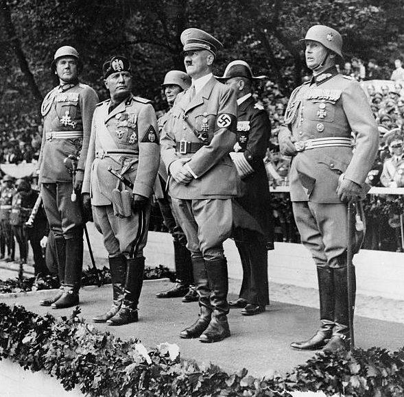 Вернер Фрич, Адольф Гитлер, Бенито Муссолини и Вернер фон Бломберг. 1937 г.