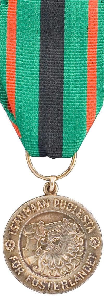 Медаль за заслуги 1-го класса ордена Креста Свободы.