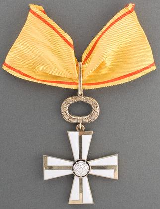 Крест 1-го класса ордена Креста Свободы за гражданские заслуги.