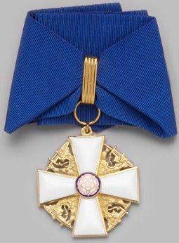 Командорский крест ордена Белой розы Финляндии на шейной ленте для мужчин.