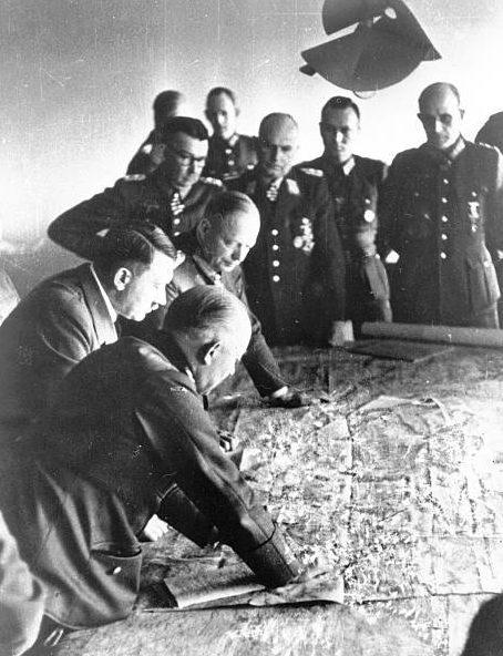 Карл-Адольф Холлидт на совещании у фюрера. 1943 г.