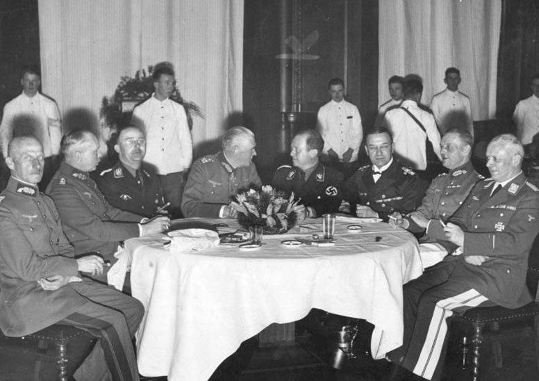 Герд фон Рунштедт среди генералов Вермахта. 1935 г.