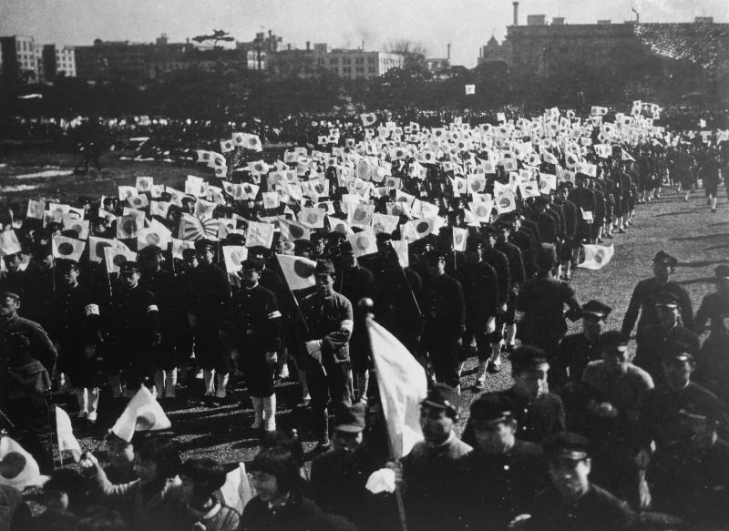 Демонстрация в Токио в связи со вступлением Японии в войну. Декабрь 1941 г.